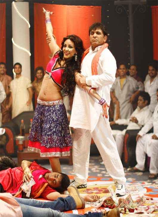 Muavza - Zameen Ka Paisa Annu Kapoor In Item Number Stills