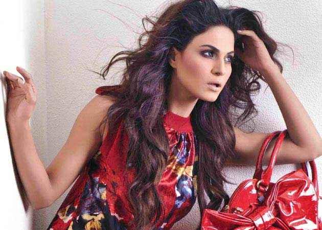 Mumbai 125 KM Star Cast Veena Malik