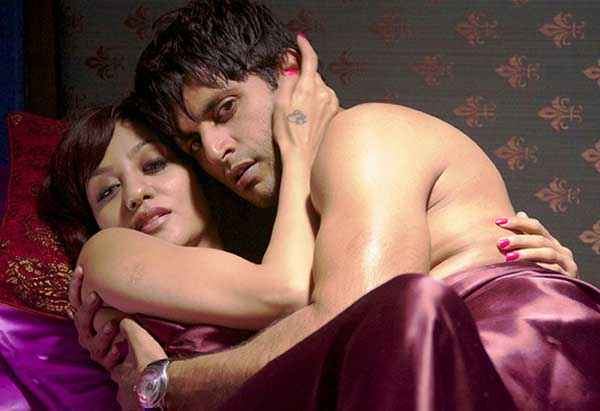 Mumbai 125 KM Karanvir Bohra Aparna Bajpai Hot Bed Scene Stills
