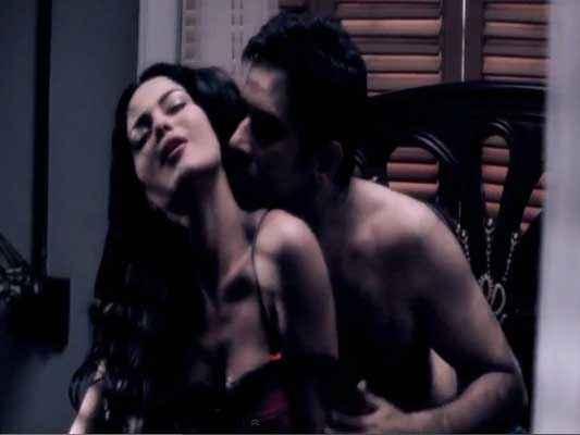 Mumbai 125 KM Karanvir Bohra Veena Malik Hot Scene Stills