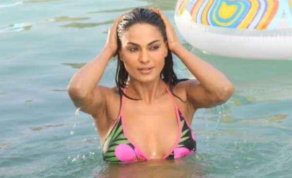 Mumbai 125 KM Veena Malik Hot Bikini Photo Stills