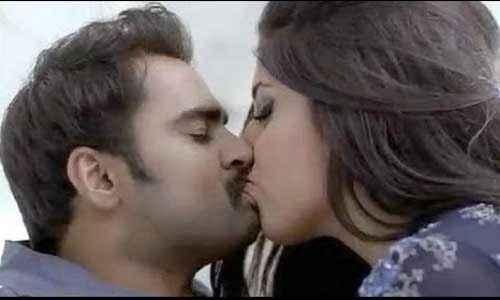 Mumbai Mirror Sachiin Joshi Gihana Khan Kiss Scene Stills