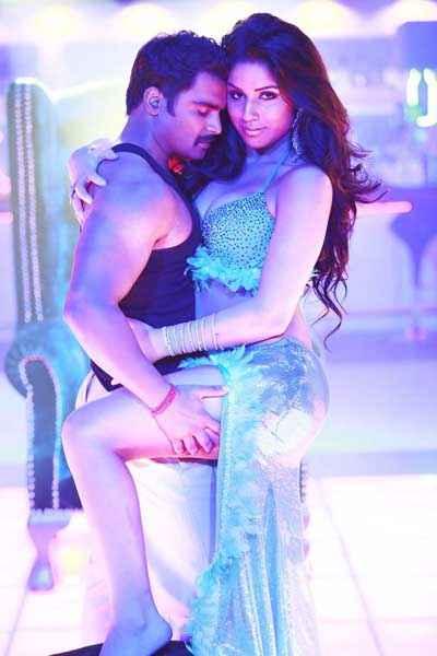 Mumbai Mirror Sachiin Joshi Gihana Khan Sexy Pics Stills