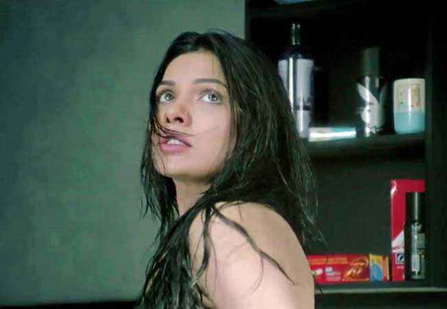 Murder 3 Mona Laizza in Horror Scene Stills