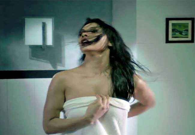 Murder 3 Mona Laizza in Towel Stills