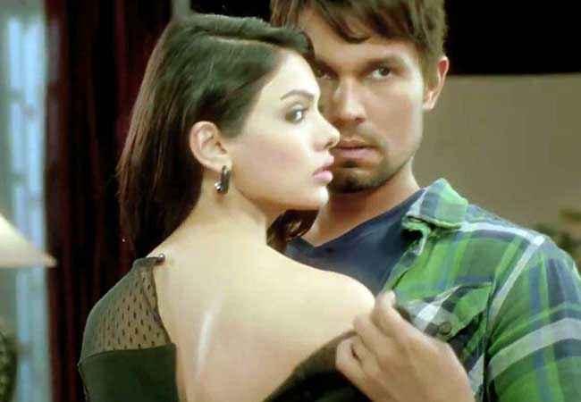 Murder 3 Randeep Hooda Mona Laizza Hot Scene Stills