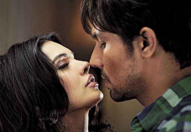 Murder 3 Randeep Hooda Mona Laizza Kiss Scene Stills