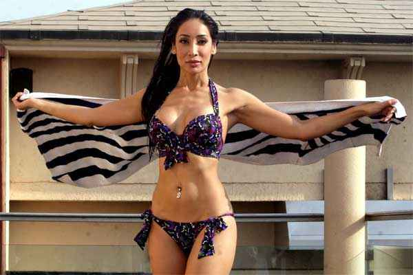 Naachle London Sofia Hayat with Towel Stills