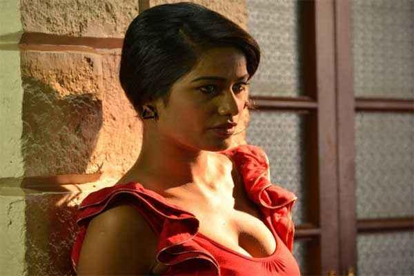Nasha Poonam Pandey in New Look Stills
