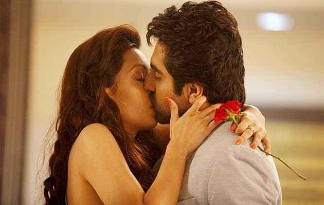 Nautanki Saala Ayushman Khurana Pooja Salvi Kiss Scene 2 Minute Stills
