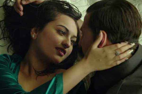 Once Upon A Time In Mumbaai Dobaara Akshay Kumar Sonakshi Sinha Hot Scene Stills
