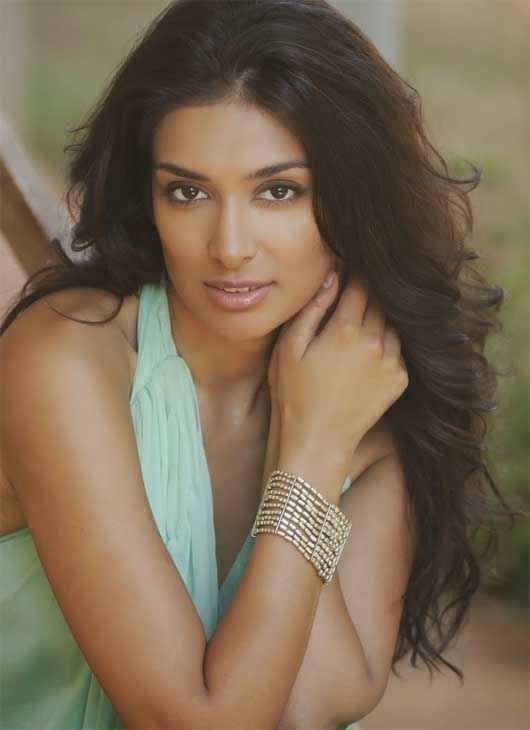 One By Two Star Cast Preeti Desai