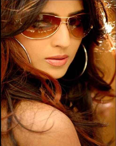 Paan Singh Tomar star cast Mahie Gill photo