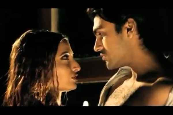 Paapi 2013 Aarya Babbar Pooja Bharathi Romance Stills
