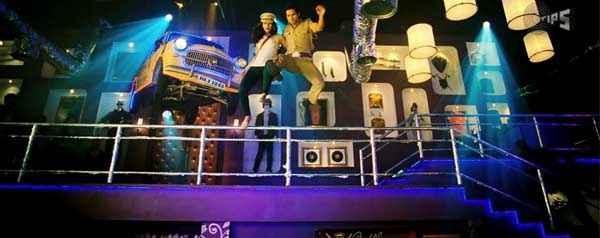 Phata Poster Nikla Hero Shahid Kapoor Ileana DCruz Flying Pics Stills