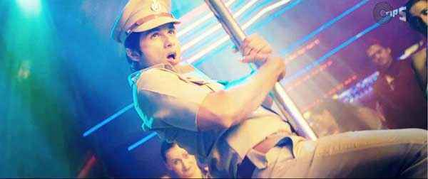 Phata Poster Nikla Hero Shahid Kapoor Pole dance Stills