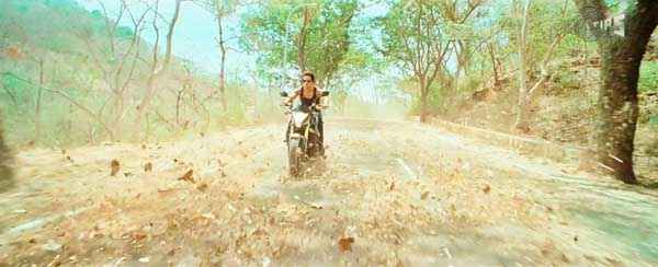 Phata Poster Nikla Hero Shahid Kapoor with Bike Stills
