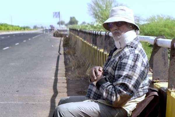 Piku Amitabh Bachchan On Road Stills