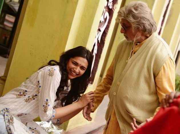 Piku Deepika Padukone And Amitabh Bachchan Stills