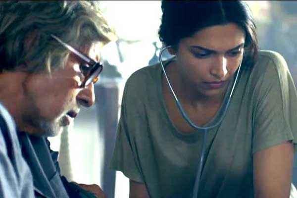 Piku Deepika Padukone As Doctor Advice To Amitabh Bachchan Stills