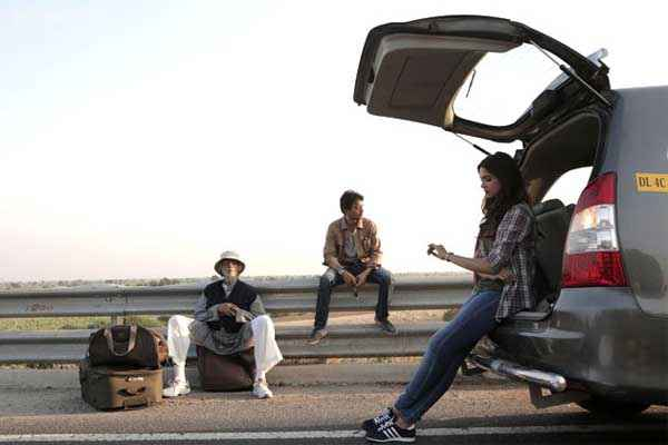 Piku Deepika Padukone Irfan Khan Amitabh Bachchan Taking Rest For Car Stills