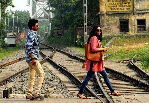 Piku Deepika Padukone Irfan Khan On Train Track Stills