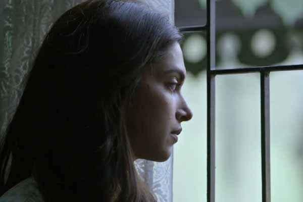 Piku Deepika Padukone Side Face Stills