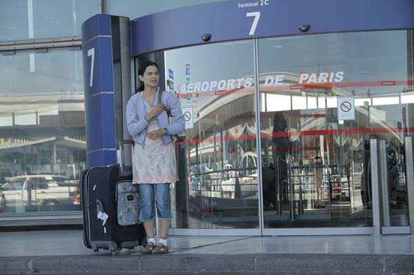 Queen Kangana Ranaut At Paris Airport Stills