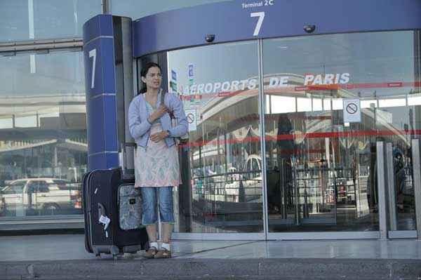 Queen Kangana Ranaut At Paris Airport Stills