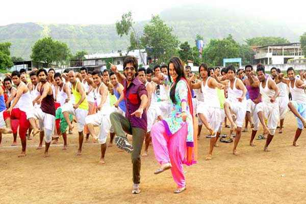 R Rajkumar Sari Ke Fall Sa Song Stills