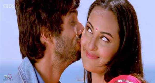 R Rajkumar Shahid Kapoor Sonakshi Sinha Kiss Scene Stills
