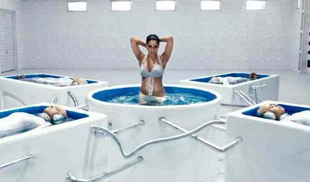 Raaz 3 Bipasha In Bikini Stills