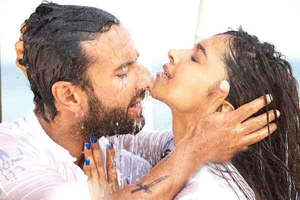 Race 2 Saif Ali Khan Deepika Padukone Rain Romance Scene Stills