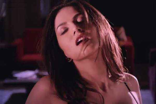 Ragini MMS 2 Sunny Leone Hot Wallpaper Stills