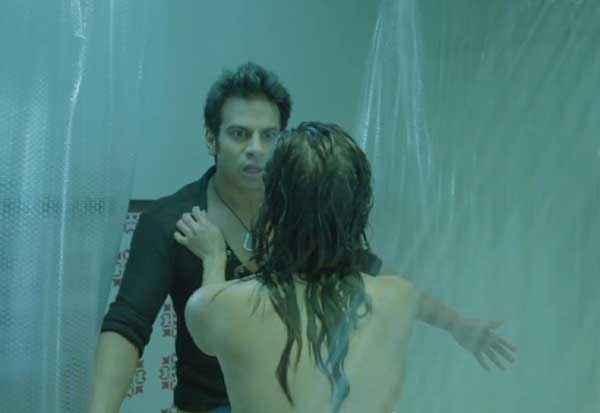 Ragini MMS 2 Sunny Leone Romance In Bathroom Stills