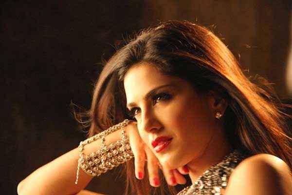 Ragini MMS 2 Sunny Leone Sexy Wallpaper Stills