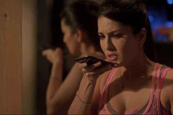 Ragini MMS 2 Sunny Leone With Mobile Phone Stills