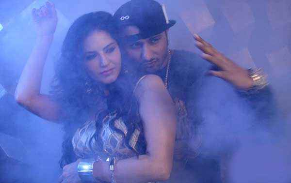 Ragini MMS 2 Sunny Leone Yo Yo Honey Singh Stills