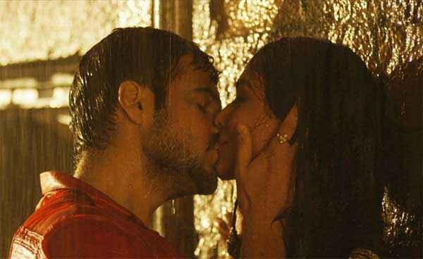 Raja Natwarlal Emraan Hashmi Humaima Malick Kiss Scene Stills