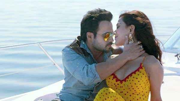 Raja Natwarlal Emraan Hashmi Humaima Malick Romance at Boat Stills