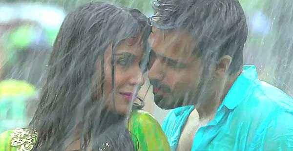 Raja Natwarlal Humaima Malick Emraan Hashmi Romance In Rain Stills