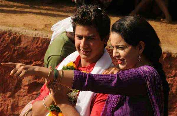 Rajjo Paras Arora Kangna Ranaut Romantic Scene Stills