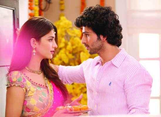 Ramaiya VastaVaiya Girish Taurani Shruti Haasan Romantic Scene Stills