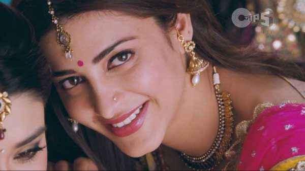 Ramaiya VastaVaiya Shruti Haasan Sexy Photo Stills