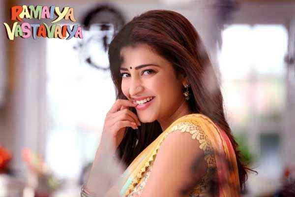 Ramaiya VastaVaiya Shruti Haasan Sexy Smile Stills