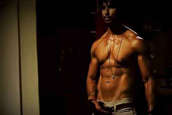 Rambo Rajkumar Shahid Kapoor Hot Body Stills