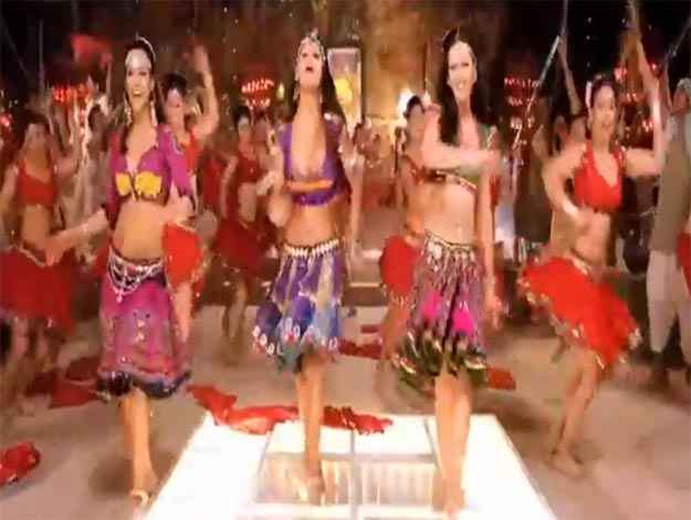 Rowdy Rathore Aa Re Pritam Pyare Dancers Stills