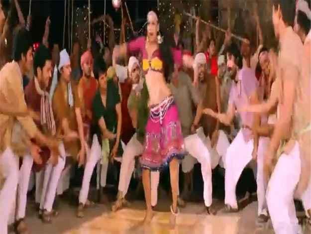 Rowdy Rathore Aa Re Pritam Pyare Item Song Stills