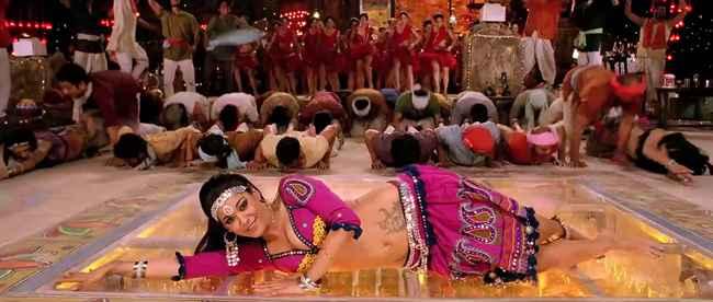 Rowdy Rathore Aa Re Pritam Pyare Song Stills