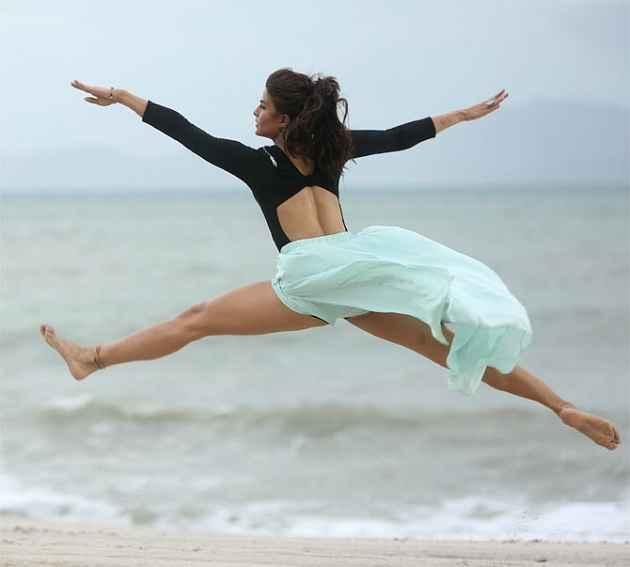Roy Jacqueline Fernandez Hot Legs In Boond Boond Song Stills